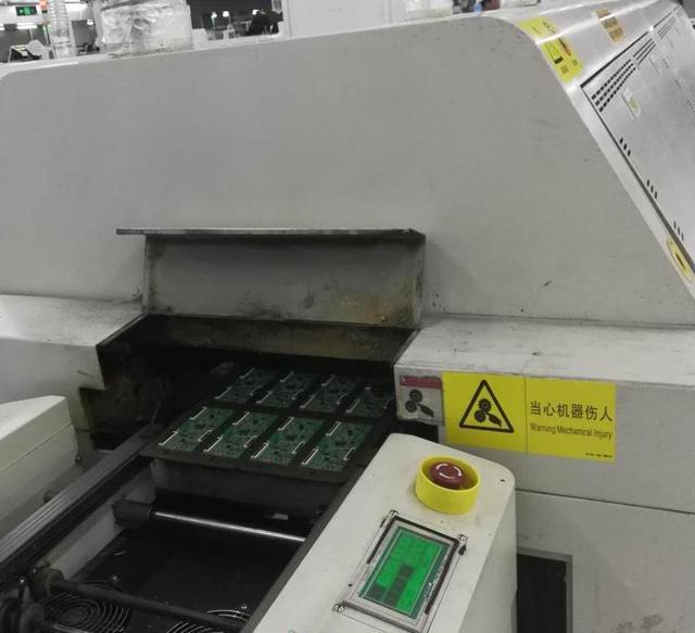 流出回焊炉的电路板